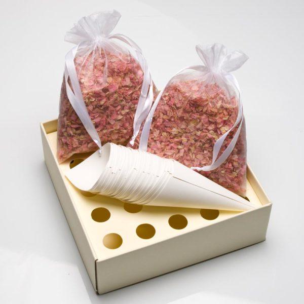 Roze Delphinium Bloemblaadjes met tray en kegels