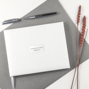 Gepersonaliseerd wit lederen memoriam boek